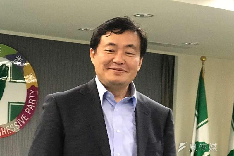 民進黨秘書長洪耀福今(7)表示,吳音寧的專業、能力、操守沒問題,這無庸置疑,只是面對議會質詢,也許政治歷練不夠,才會容易被攻擊。(周思宇攝)