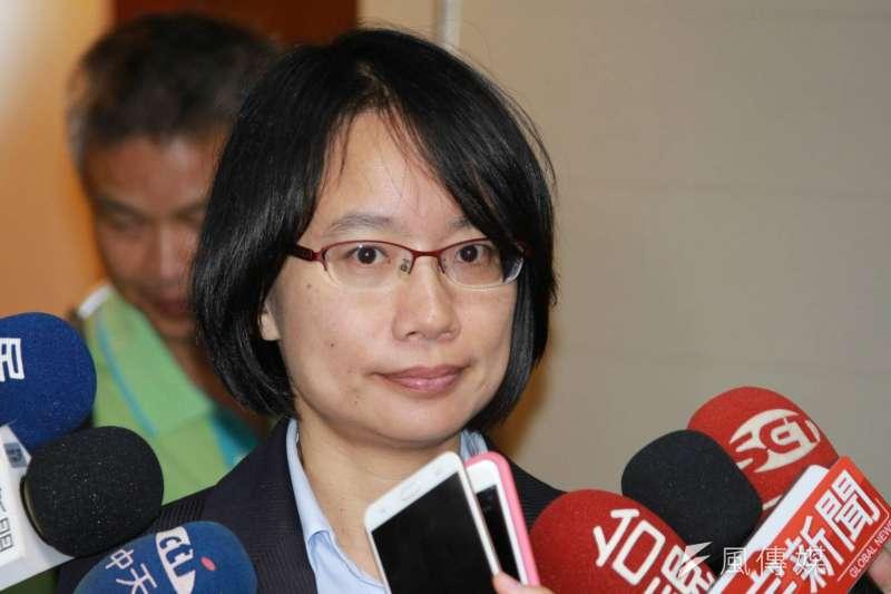 台北市長柯文哲認為北農總經理吳音寧(見圖)對果菜市場改建案另有意見,應走體制內公文,而非在臉書開炮,但下午被前立委賴坤成PO相關公文打臉。(方炳超攝)