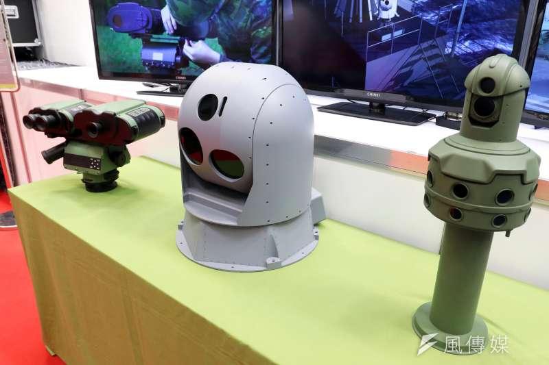 20180609-中科院展示包括的「八觀全景系統」(右起)、「光電追蹤系統」、的「多功能雷觀機」。(蘇仲泓攝)