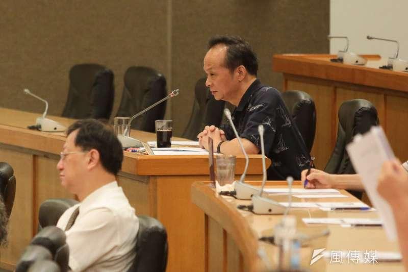 台大教授官俊榮9日出席「台大校務會議」,提案將校長遴選爭議列入校史。(顏麟宇攝)