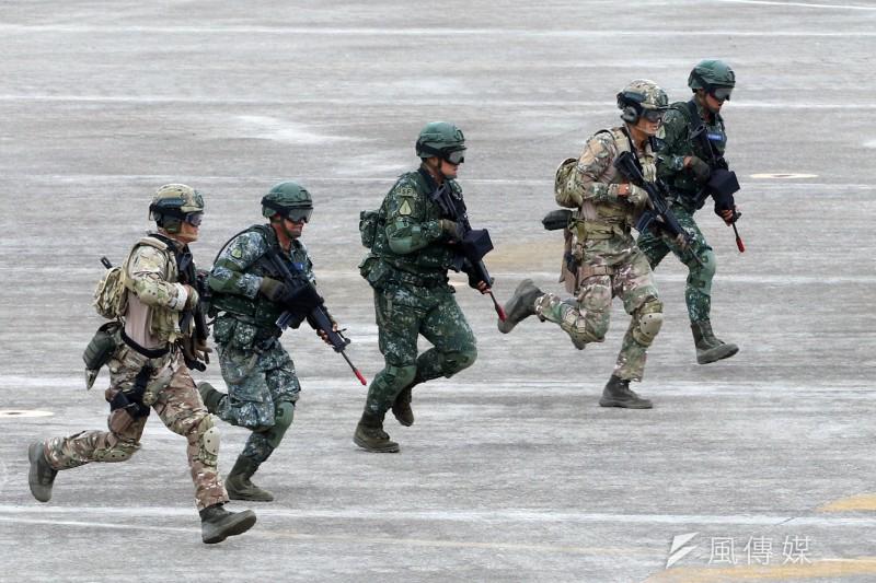 20180607-漢光34號演習,陸軍特戰官兵向敵方進襲。(蘇仲泓攝)