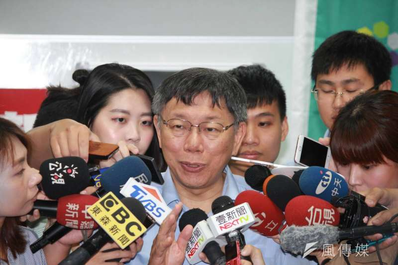 台北市長柯文哲15日上午出席「改變─12位公民實踐者的故事」新書分享會。(方炳超攝)