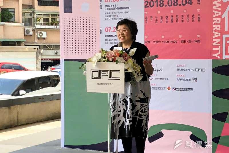 台北數位藝術中心執行長駱麗真期盼台北數位藝術中心能夠成為民眾的「日常」,展覽取名終身保固,除了是對自己的期許,也希望數位藝術中心展開一個很棒的「羅曼史」。(黃宇綸攝)