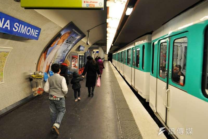 紀念歷史上的偉大女性,法國女權團體呼籲與女性命名巴黎地鐵站名,美國靈魂教母妮娜西蒙也在候選名單中。(來源:Pixabay,製圖:風傳媒)