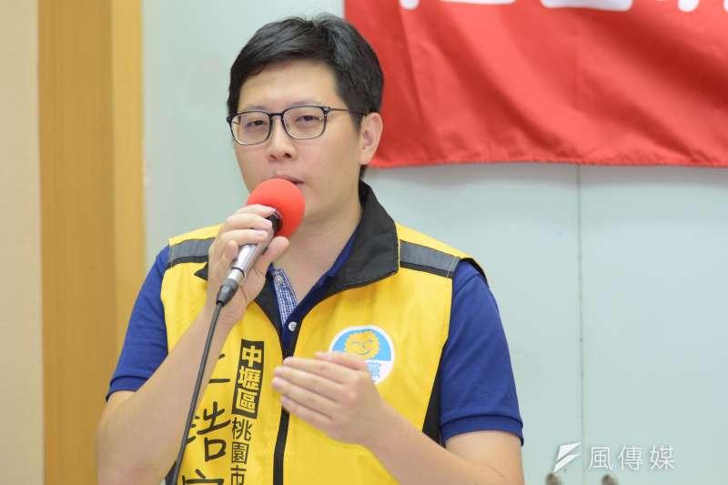 桃園市議員王浩宇,評論韓粉多半來自四個群體。(甘岱民攝)