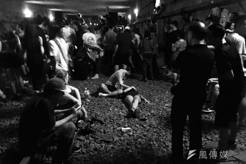 台鐵台北工務段副段長連建智表示,經查野青眾的活動並未提前申請,已通報鐵路警察調查,若違規屬實,將可依《鐵路法》70條開罰1至5萬元。(取自PTT)