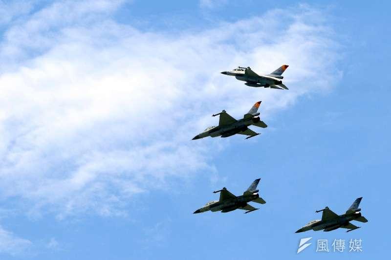 飛官吳彥霆駕F-16戰機於漢光演習時不幸殉職,9日空軍司令部表示,搜索人員今天中午尋獲黑盒子中最為關鍵的「記憶體」,將送美國進行解讀。(資料照,蘇仲泓攝)