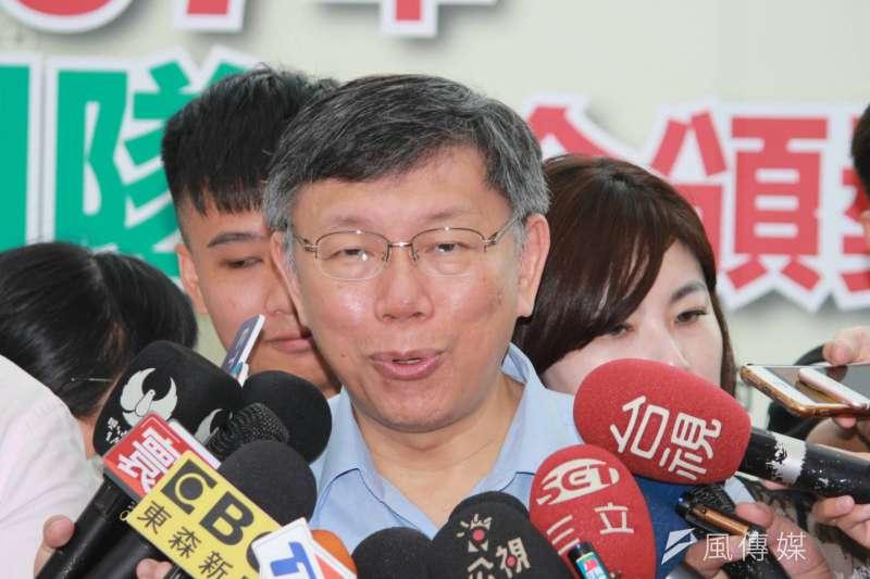 台北市長柯文哲21日上午出席北市107年民政團隊聯合頒獎典禮。(方炳超攝)
