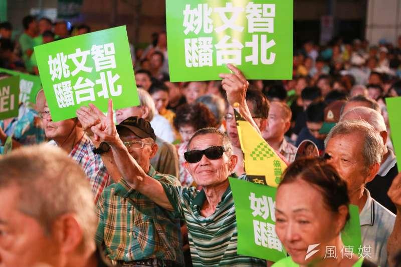 民進黨台北市長參選人姚文智今(23)晚舉行造勢晚會,凝聚綠營士氣。(簡必丞攝)