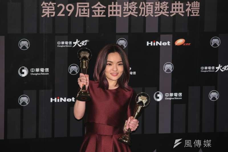曾得過金曲歌后的歌手徐佳瑩(見圖)日前在臉書和IG發出自己和家人的合照,內容寫道:「離家9天回來有2老迎接真好」,其中的9和2被質疑是在指涉政治,被網友砲轟。(資料照,顏麟宇攝)