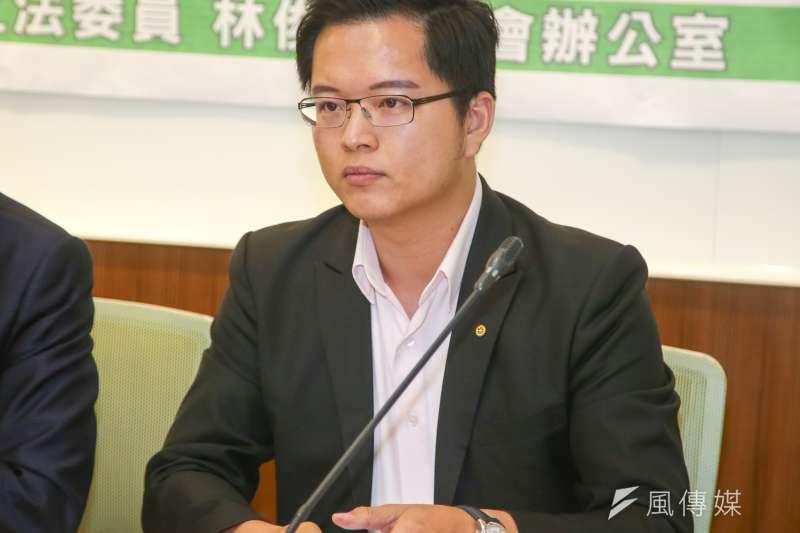 針對柯黑作家吳祥輝登廣告再批柯文哲涉移植人體器官,台北市議員王威中今日一度在臉書批評。(資料照片,陳明仁攝)
