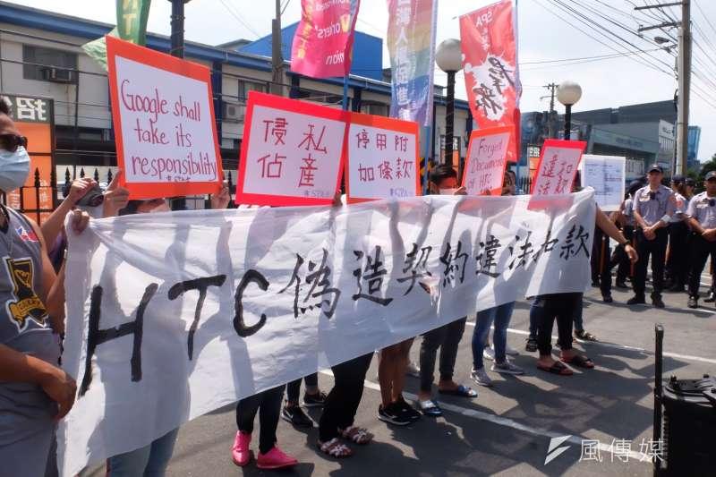 20180626-桃園市群眾服務協會等26日抗議宏達電扣移工膳宿費用跟裁員。(謝孟穎攝)