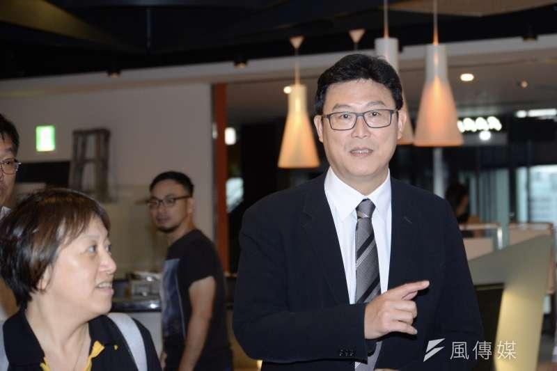 姚文智向市民表示,他是經過民進黨內討論一整年才提名的,「不要小看姚文智」。(資料照,甘岱民攝)