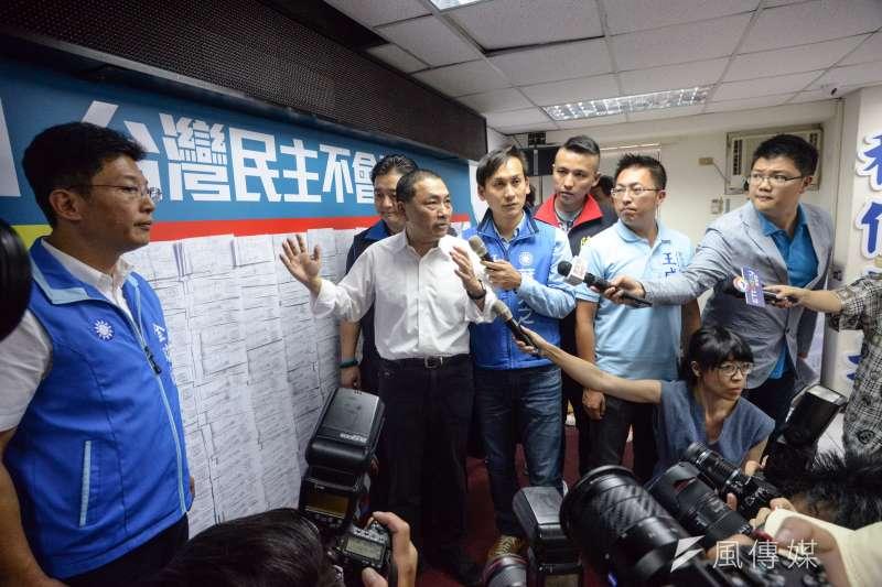 20180630-侯友宜記者會,新北市市長參選人侯友宜向媒體說明。(甘岱民攝)