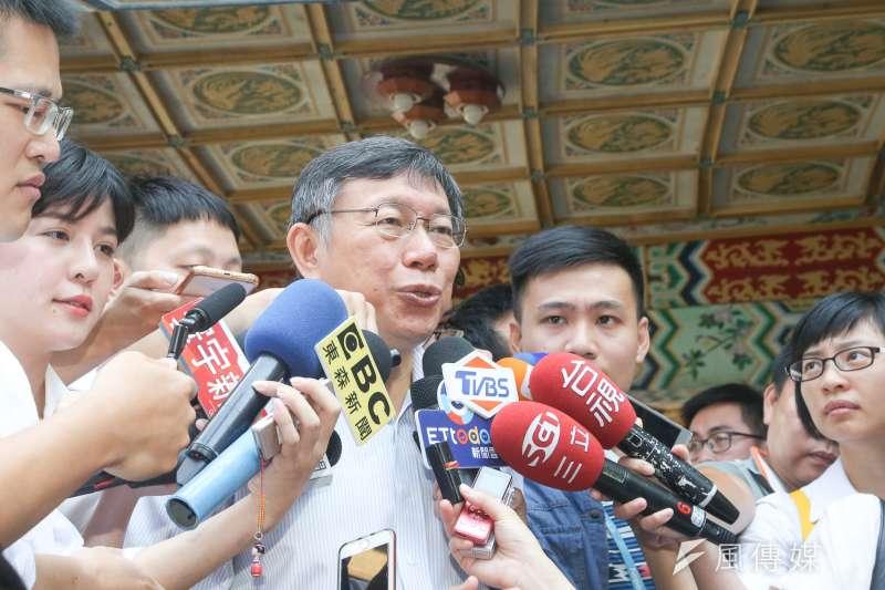 台北市長柯文哲1日表示,文大宿舍是否違法,應該去問都發局長林洲民,而非問他。(陳明仁攝)