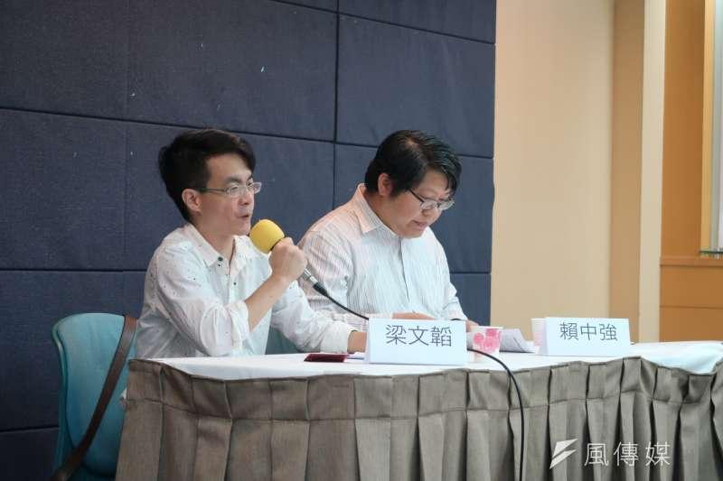 20180701-7月1日是香港主權移交21周年,由「香港公民與政治權利國際監察推動小組」舉行聯席會議。成大政治系教授梁文韜(左一)。(朱冠諭攝)