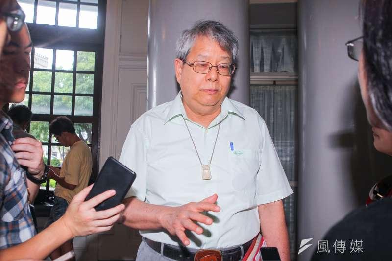 監委陳師孟(圖)以「另案」約詢前總統陳水扁,並陪同拜會監察院長張博雅後受訪。(陳明仁攝)