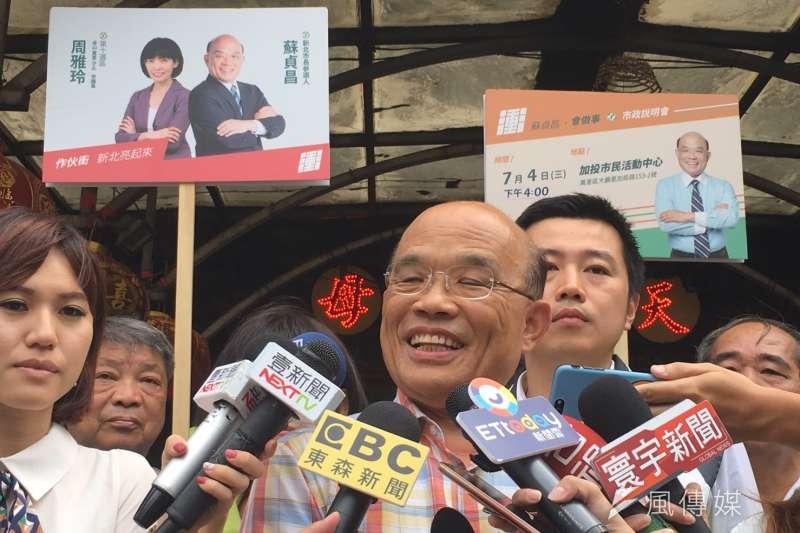 20180704-民進黨新北市長參選人蘇貞昌上午赴「金山慈護宮」參拜。(周思宇攝)