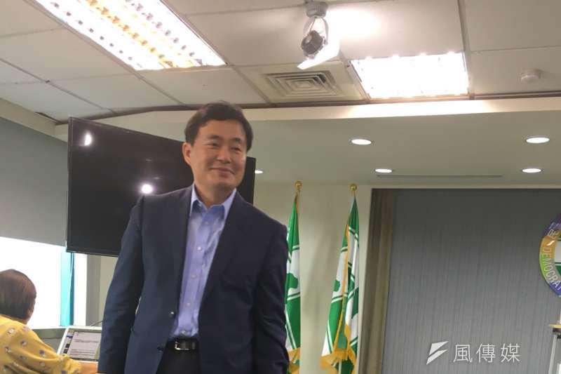 民進黨秘書長洪耀福5日表示,新竹市、桃園市,國民黨看來都想換將。(顏振凱攝)