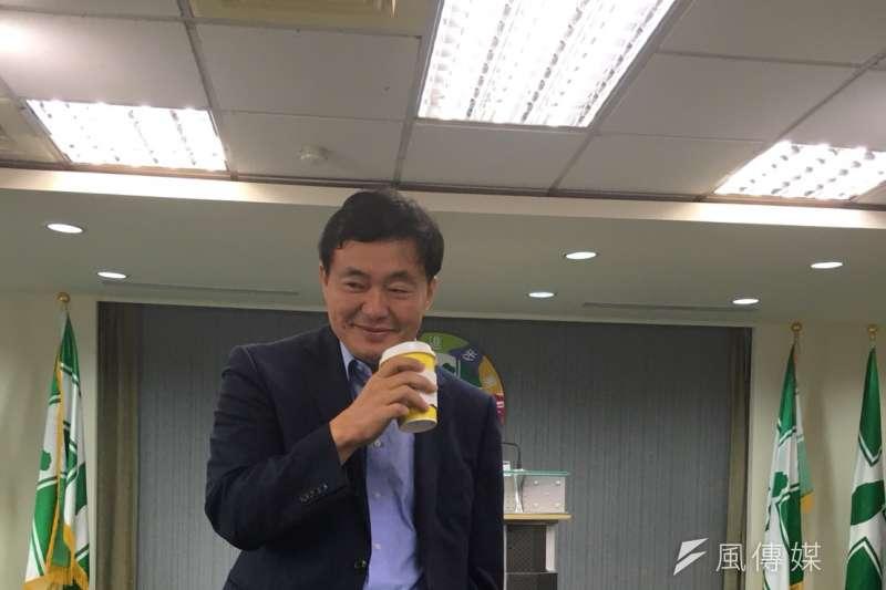 民進黨秘書長洪耀福非常稱職地扮演民進黨利益的代言人。(顏振凱攝)