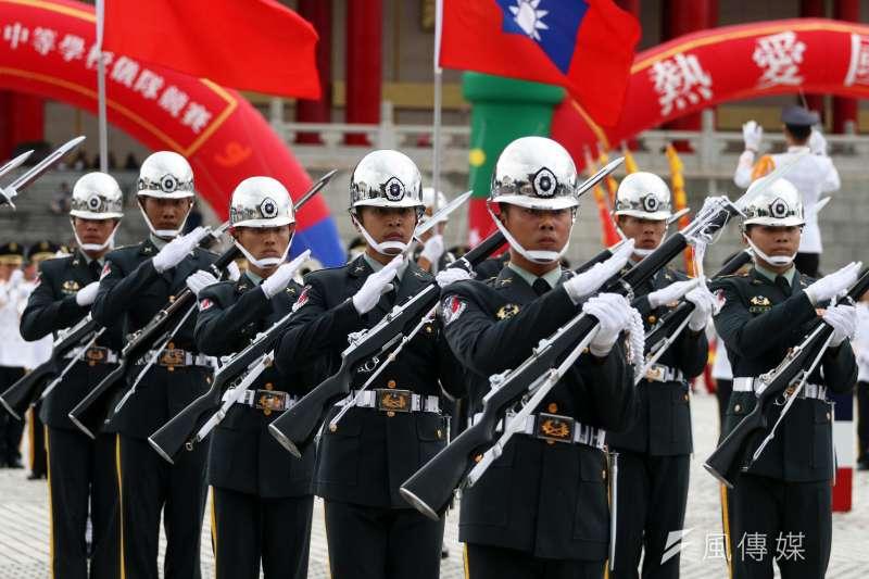 20180707-第二屆全國高級中學儀隊競賽,國軍儀隊帶來精彩操槍表演。(蘇仲泓攝)