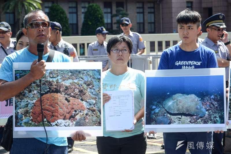 20180709-「反深澳燃煤電廠自救會」提起訴願記者會,圖為當地潛水教練拍攝的珊瑚影像。(甘岱民攝)