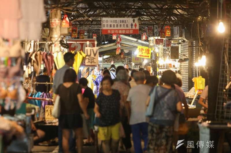 瑪莉亞颱風飛掠北台灣,菜市場風雨過後忙碌的景象。(陳明仁攝)