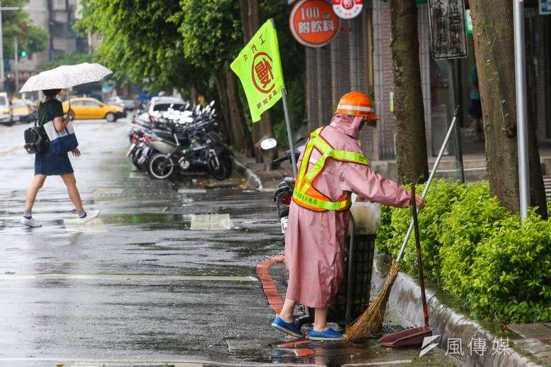 「瑪莉亞」颱風飛掠北台灣,引發北北基颱風假不同調熱議。(資料照片,陳明仁攝)