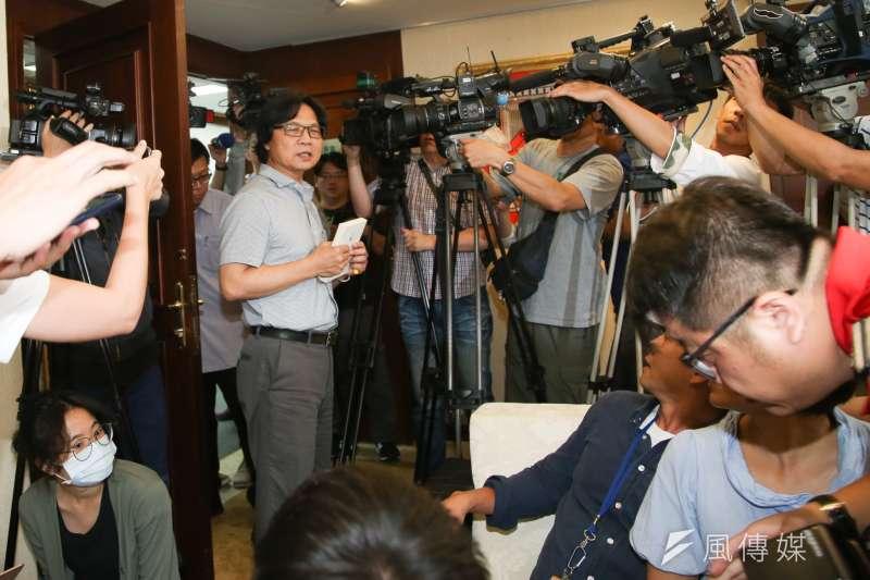 20180712-將轉任教育部長的內政部長葉俊榮召開記者會,葉俊榮談及「撩下去」心路歷程,也表示台大校長遴選風波儘快解決。(陳明仁攝)