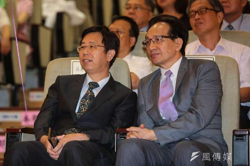 行政執行署長呂文忠(左)可望循前調查局長蔡清祥模式,接任調查局長。(資料照片,顏麟宇攝)