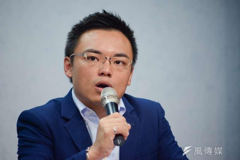 國民黨發言人洪孟楷表示,台中市有3個區公所粉絲頁都張貼同一則攻擊盧秀燕的文宣,「整個市府都是『龍友會』」。(甘岱民攝)