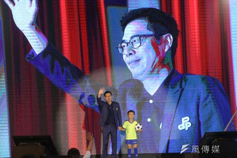 九合一大選倒數65天,根據《蘋果日報》的最新民調顯示,高雄市長民進黨參選人陳其邁獲得33.8%的民眾表態支持,國民黨參選人韓國瑜則獲得31.2%支持,小贏2.6個百分點。(資料照,陳明仁攝)