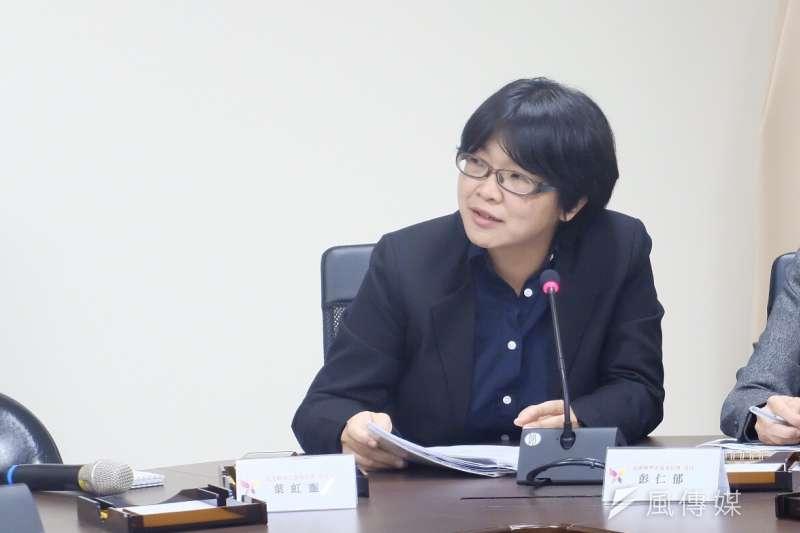 轉型正義委員會16日舉行記者會,圖為委員葉虹靈。(謝孟穎攝)