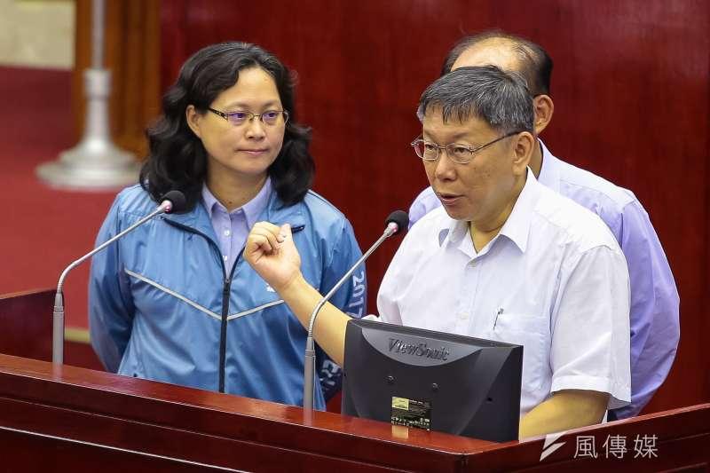 年底若連任台北市長,柯文哲(右)說,還是想做好做滿,但「世事難料」。(顏麟宇攝)
