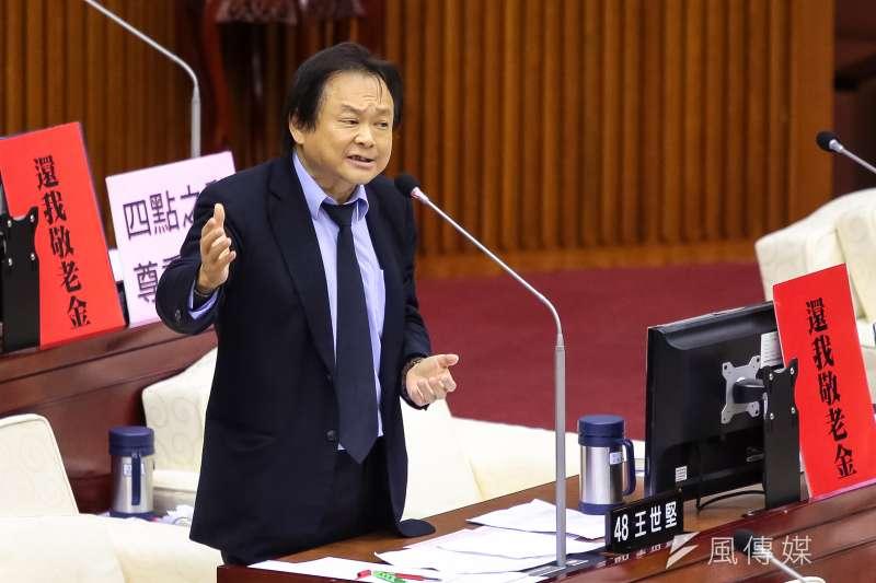 20180717-民進黨台北市議員王世堅17日於北市議會質詢。(顏麟宇攝)