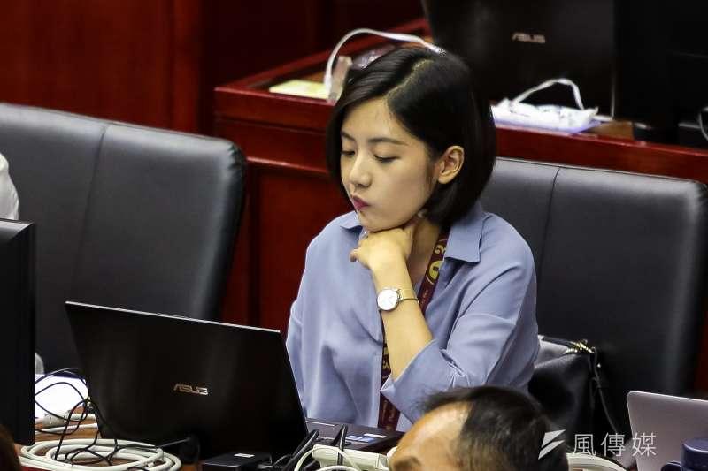 台北市長柯文哲幕僚「學姊」黃瀞瑩日前出席市議會進行施政報告總質詢。(顏麟宇攝)