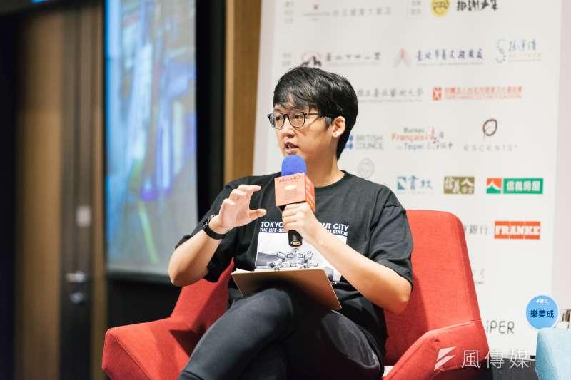 20180718-邁入第20屆的台北藝術節,於17日晚間舉辦「展演藝術老實樹」論壇,邀集4位致力將作品帶到城市各角落的創作者,與台北市長柯文哲對談。地景裝置設計師樂美成。(台北表演藝術中心提供)