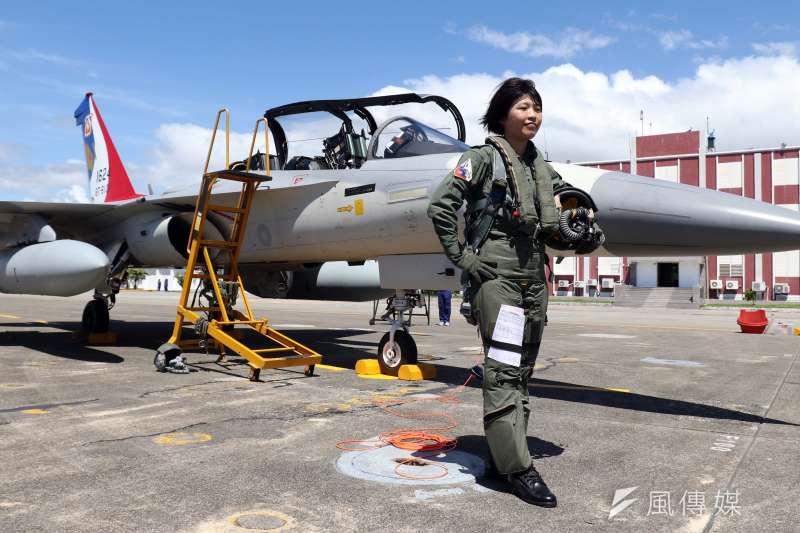 20180718-空軍今(18)天上午在台東志航基地,邀請媒體採訪三型主力戰機的首批女性飛行員。圖為擔任IDF戰機飛官的范宜鈴。(蘇仲泓攝)
