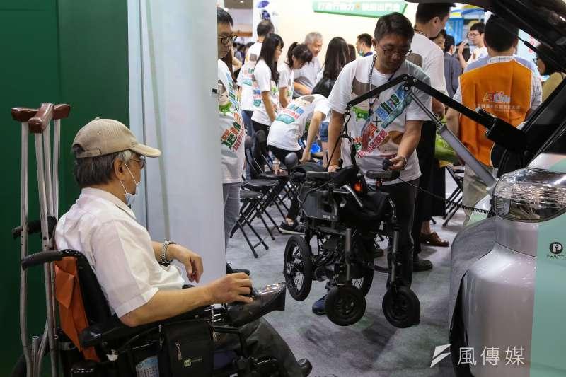 台灣社會未提供身障者由憲法保障的權利,使身障者正在當前擔任受難者、次等公民。(資料照,顏麟宇攝)