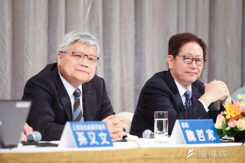 20180719-台積電法人說明會,由台積電董事長劉德音(右)、台積電總裁魏哲家(左)輪番答詢。(陳明仁攝)
