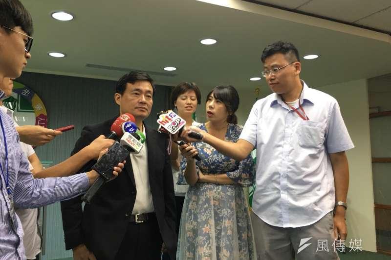 針對三中案,民進黨秘書長洪耀福19日指出,從馬英九緊張的狀況,甚至放話要選2020及政治迫害,這應該是滿嚴重的問題。(顏振凱攝)