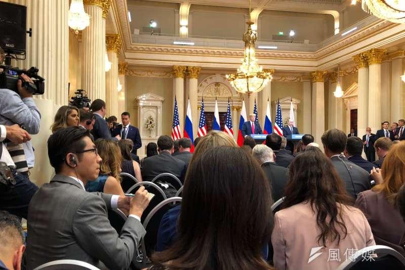我在芬蘭總統內的雙普記者會現場。(張經義提供)