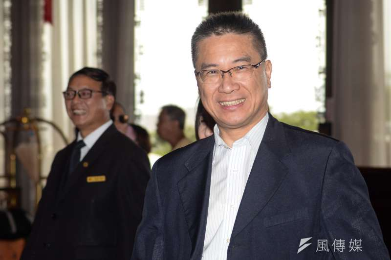 內政部長徐國勇(前右)透露,社會住宅興建進度超前,4萬戶目標提前在明年底達成。(資料照,甘岱民攝)