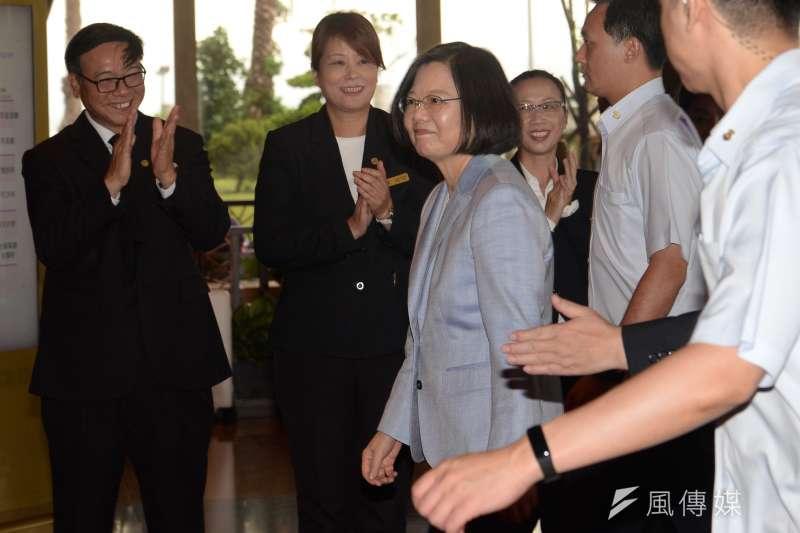 總統蔡英文21日出席「挺改革 拚未來」社團高峰會,爭取社團界支持年底選舉。(甘岱民攝)