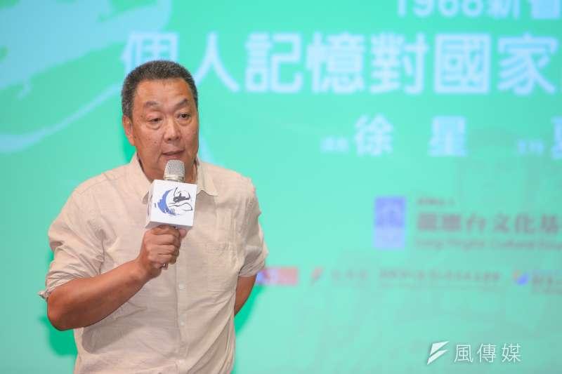 龍應台文化基金會舉辦的思沙龍,今(21)日以「個人記憶對國家記憶的抵抗」為題,邀請徐星來台分享他如何用鏡頭,拍出跳脫國家記憶框架的文革記憶。(陳明仁攝)