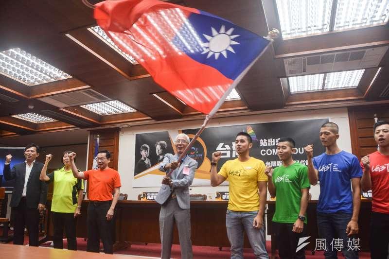 台灣內部對於國家認同,一直存在著極大的分歧。因此,在政客與既得利益份子刻意的挑撥與操弄之下,台灣的本土化運動快速成了民粹主義。(資料照,曾定嘉攝)