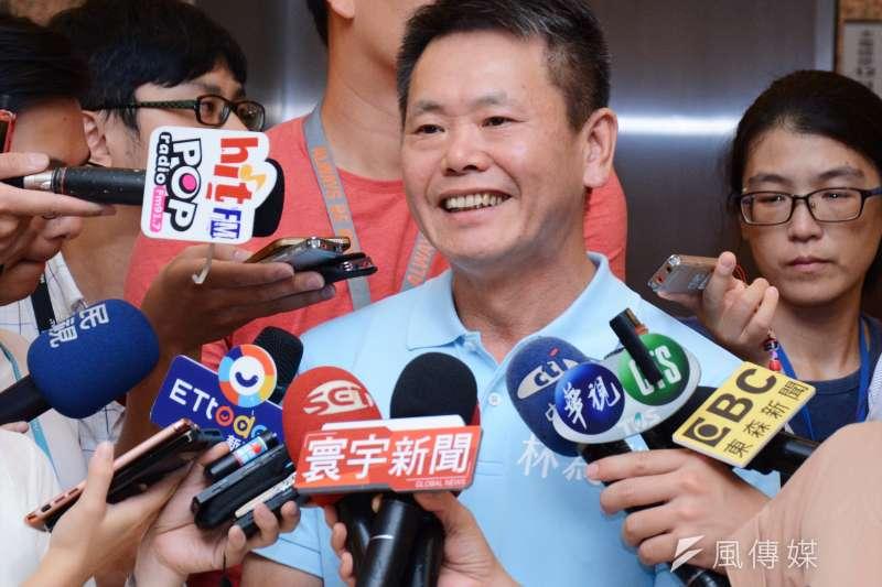 20180724-林為洲決定參選新竹縣長選舉,接受記者聯合提問。林為洲(龍德成攝)