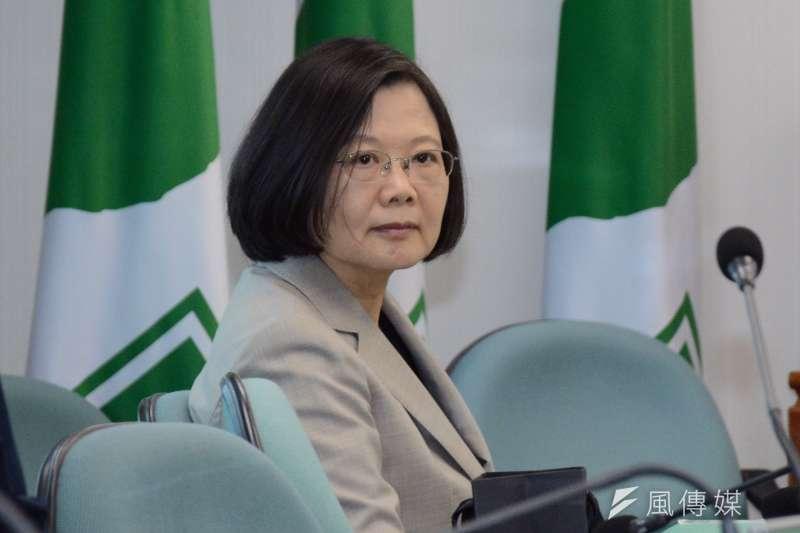 作者從六個角度來診斷台灣的病,而唯一的解方是要認清,強大的中間力量跟經濟實力,才是台灣民主的保障。圖為總統蔡英文。(資料照,龍德成攝)