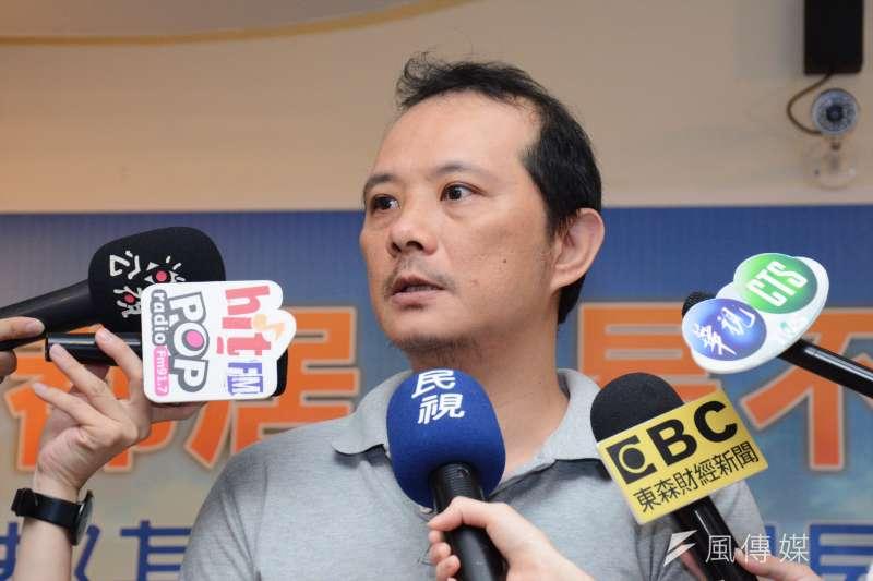 台灣勞工陣線研究部主任洪敬舒公布《六都基本工資租屋能力調查》結果,領取基本工資者若要負擔台北市單人套雅房,至少需要工作85.7小時。(龍德成攝)