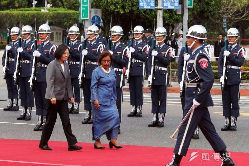 20180727-馬紹爾群島總統海妮伉儷日前抵台訪問,於27日下午在總統府前舉行軍禮歡迎儀式。(蘇仲泓攝)